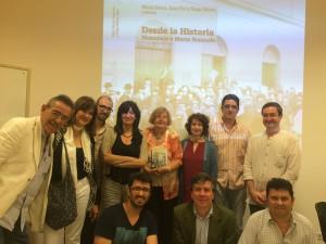 Algunos de los participantes en el Seminario y autores del libro, junto a Marta Bonaudo, en la presentación de su homenaje